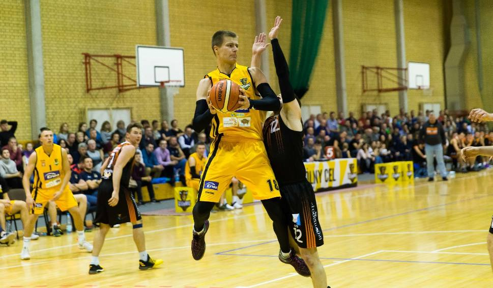Film do artykułu: II liga koszykówki. Hutnik nie leży Żubrom. Tur poległ w Lublinie
