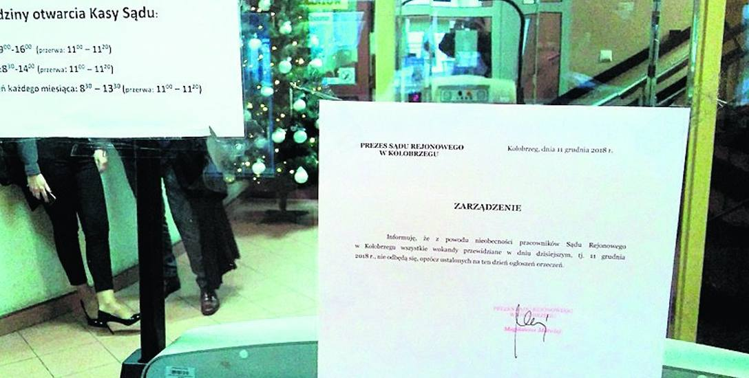 Wczoraj na drzwiach kołobrzeskiego sądu, po godz. 9 pojawił się komunikat, że tego dnia odbędą się tylko ogłoszenia orzeczeń