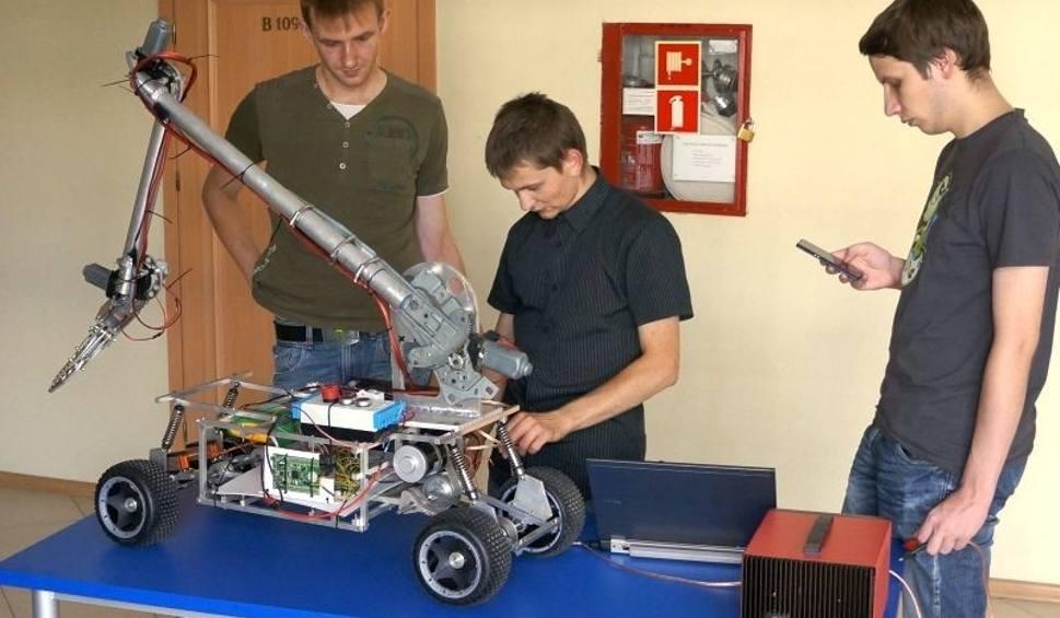 Film do artykułu: Studenci z Politechniki Opolskiej budują marsjańskiego robota [wideo]