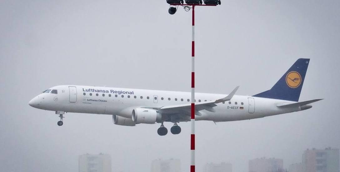 Samolot Lufthansy nad łódzkim lotniskiem