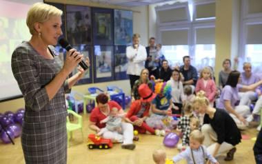 Pierwsza dama Agata Kornhauser-Duda spotkała się w piątek w Toruniu z rodzicami wcześniaków i maluchami.