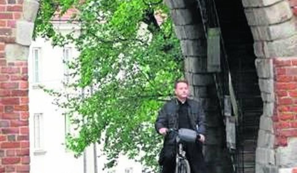 """Film do artykułu: """"Ojciec Mateusz"""" - ksiądz detektyw wraca  na plan filmowy do Sandomierza"""