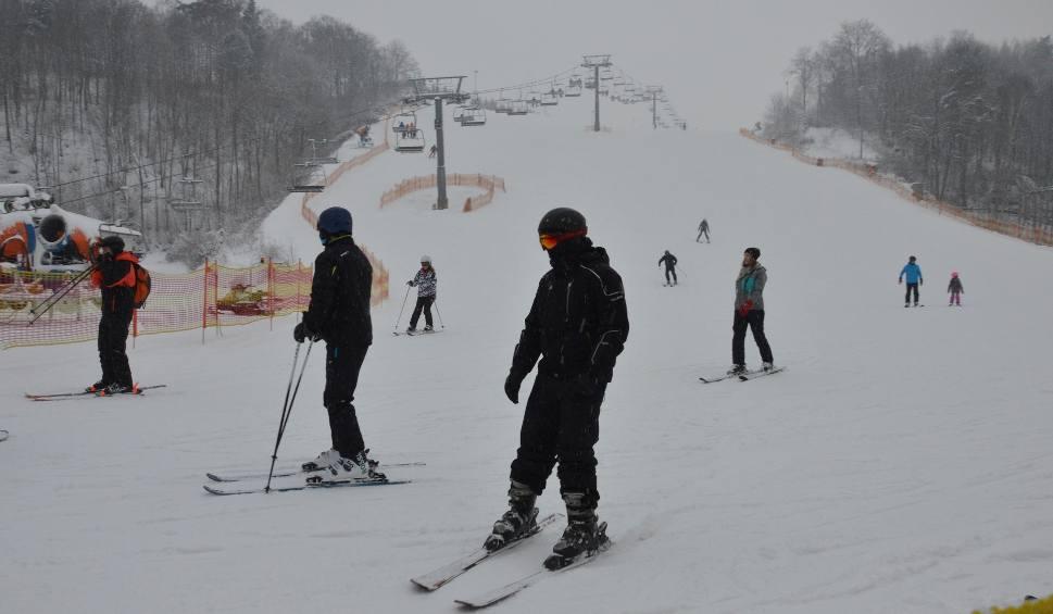 Film do artykułu: Stacja narciarska w Bałtowie ponownie otwarta jako jedna z nielicznych w Polsce. Szkoda nie skorzystać z takiej zimy! (ZDJĘCIA, WIDEO)