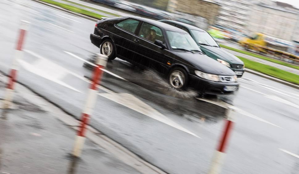 Film do artykułu: Będzie ślisko na opolskich drogach. Kierowcy, uważajcie! [OSTRZEŻENIE]