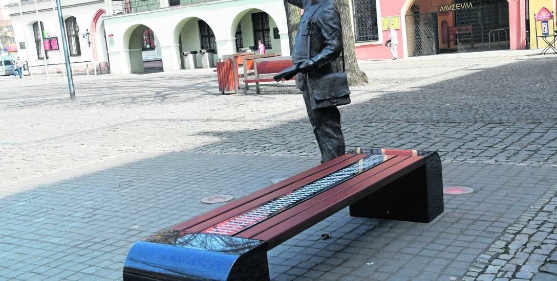 Multimedialna ławka przy figurze kolejarza była jedną z pierwszych inwestycji zrealizowanych w SBO 2018.  Jej koszt to 35 tys. zł