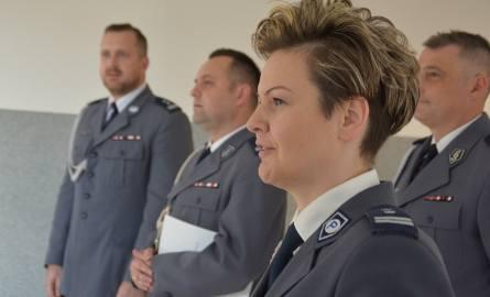 Maciej Wesołowski (z lewej) zastąpił Annę Bajeńską (na pierwszym planie) na stanowisku komendanta policji w Bielsku Podlaskim. W środku Jacek Tarnowski,