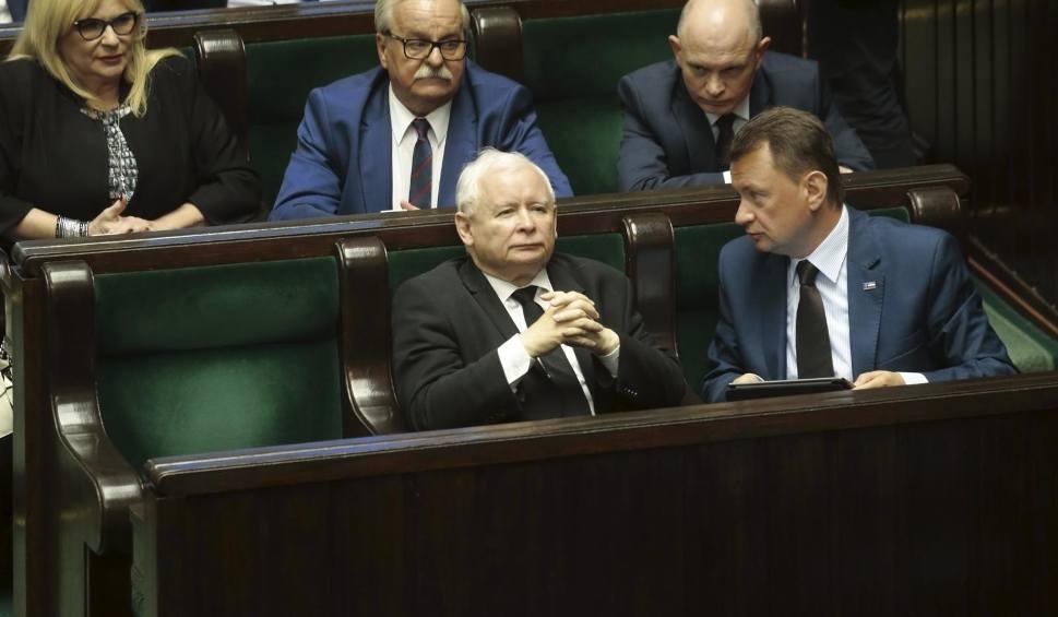Film do artykułu: Wybory parlamentarne 2019. Sondaż Kantar: Duże straty PiS, do Sejmu dostałyby się jeszcze Koalicja Obywatelska, PSL, Konfederacja i Lewica