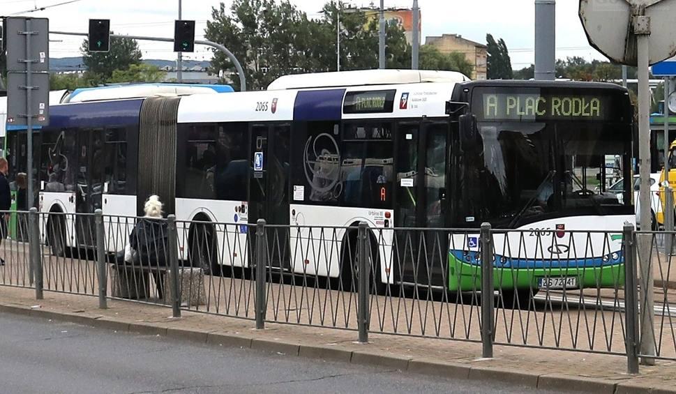 Film do artykułu: Szczecin: Autobusy pospieszne zawieszone. Są protesty [SONDA]