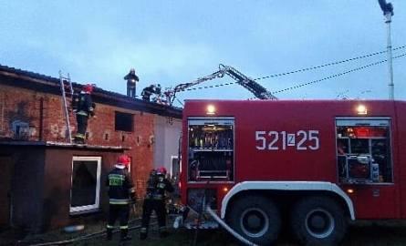 Pożar domu w Żukowie. Dwie osoby zostały ranne [ZDJĘCIA]