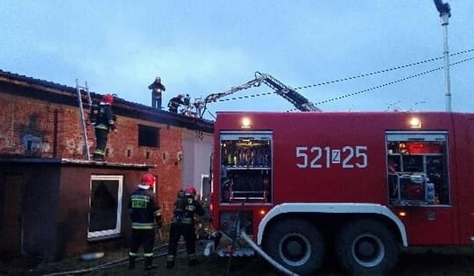 Film do artykułu: Pożar domu w Żukowie. Dwie osoby zostały ranne [ZDJĘCIA]