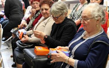 """Pomoc dla seniorów: """"Czerwony guzik uratował mi życie"""" - mówi 68-latek"""