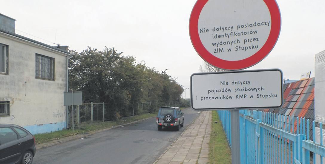 Jeszcze kilka tygodni temu ulica Fabryczną mogli przejechać tylko posiadacze specjalnych identyfikatorów i kierowcy służbowych aut policyjnych. Teraz