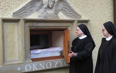 Dziewczynka znaleziona w oknie życia w Matemblewie