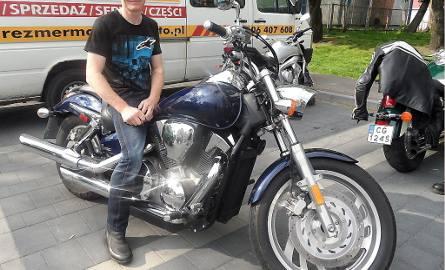 Robert Mądrzejewski - honorowy krwiodawca -  wygrał rower, który sprezentował mamie. Sam zaś jeździ Hondą VTX 1300. - Dziękuje organizatorom za nagrodę!