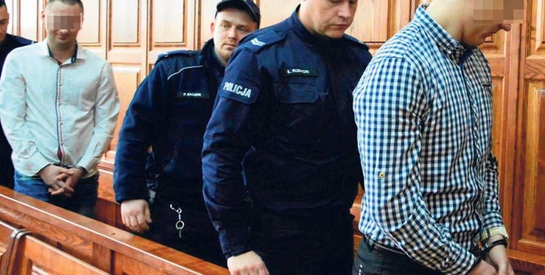 Damian M. (w białej koszuli) został skazany na 5 lat i 2 miesiące więzienia, a Norbert P. na 3 lata i 2 miesiące. Wyrok jest nieprawomocny.