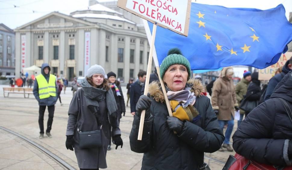 """Film do artykułu: ,,Nacjonalizm - to się leczy"""" - przez centrum Katowic przeszedł Marsz Wolności WIDEO+ZDJĘCIA"""