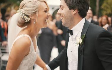Pierwszy taniec pary młodej jest jednym z najpiękniejszych, ale i najbardziej stresujących momentów wesela. Jeżeli nie macie pomysłu, jaką piosenkę wybrać,