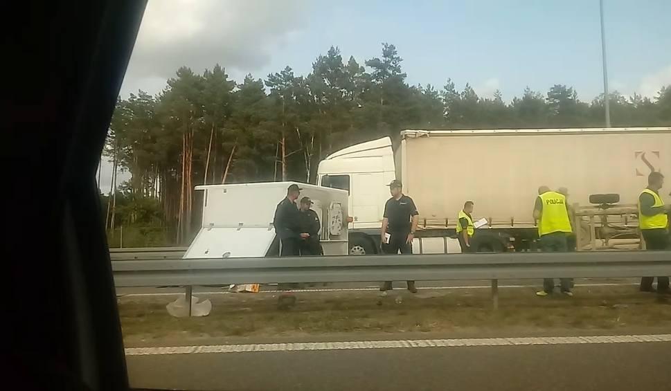 Film do artykułu: Śmiertelny wypadek na S3. Bus wjechał w ludzi na drodze [WIDEO]