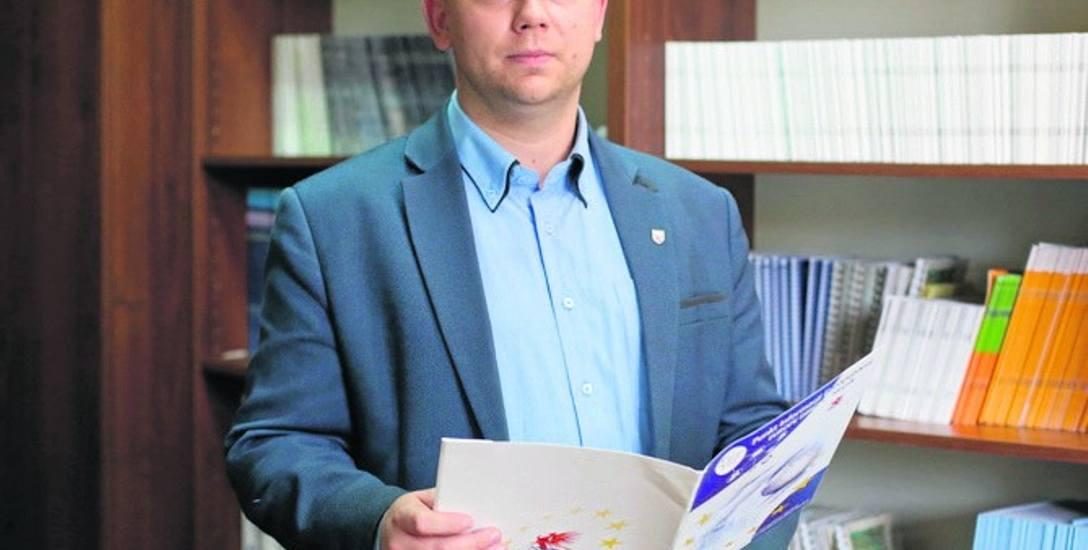 Dr Rafał Kuligowski zaledwie rok kierował słupskim oddziałem Archiwum Państwowego w Koszalinie. Teraz zastąpi go  Krzysztof Skrzypiec, archiwista z 10-letnim