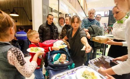 Nasze zacne jury, czyli znani kujawsko-pomorscy kucharze przyrządzali dziś (18 listopada)  w największym centrum handlowym w regionie, Zielone Arkady