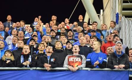 Kibice na Stadionie Miejskim w Bielsku-Białej w meczu Podbeskidzie - Ruch Chorzów.