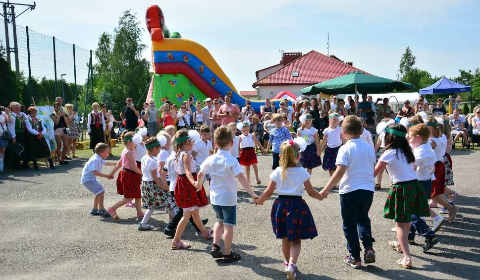 Film do artykułu: Wola Kopcowa dziękowała za niepodległość. Taniec, śpiew i dobra zabawa na festynie rodzinnym [WIDEO, ZDJĘCIA]