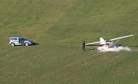 Awaryjne lądowanie awionetki w Skawie. Jedna osoba ranna