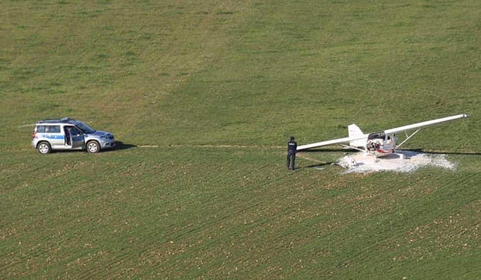 Film do artykułu: Awaryjne lądowanie awionetki w Skawie. Jedna osoba ranna