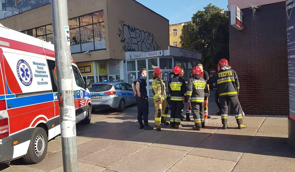 Film do artykułu: Akcja służb w centrum Szczecina. Mieszkańcy uratowali sąsiada