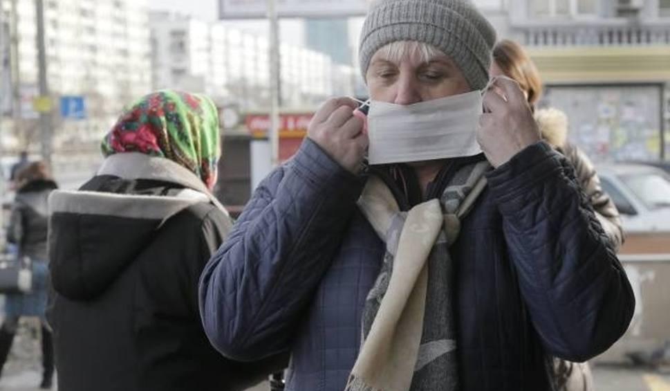 Film do artykułu: Odra na Śląsku: Chorzy w centrum dystrybucji Rossmann. Sanepid szczepi 300 zagrożonych chorobą osób. To pracownicy Rossmanna