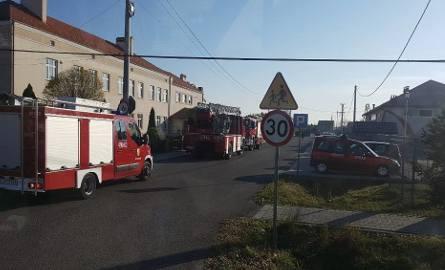 Akcja ratownicza przed szkołą w Białobrzegach.