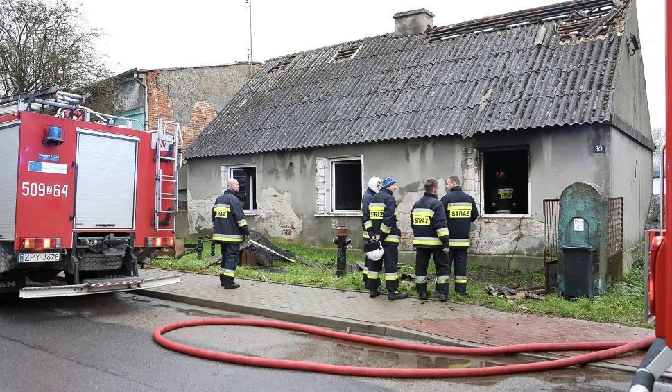 Film do artykułu: Kołbaskowo: Tragiczny pożar budynku jednorodzinnego. W spalonym domu strażacy znaleźli zwłoki mężczyzny