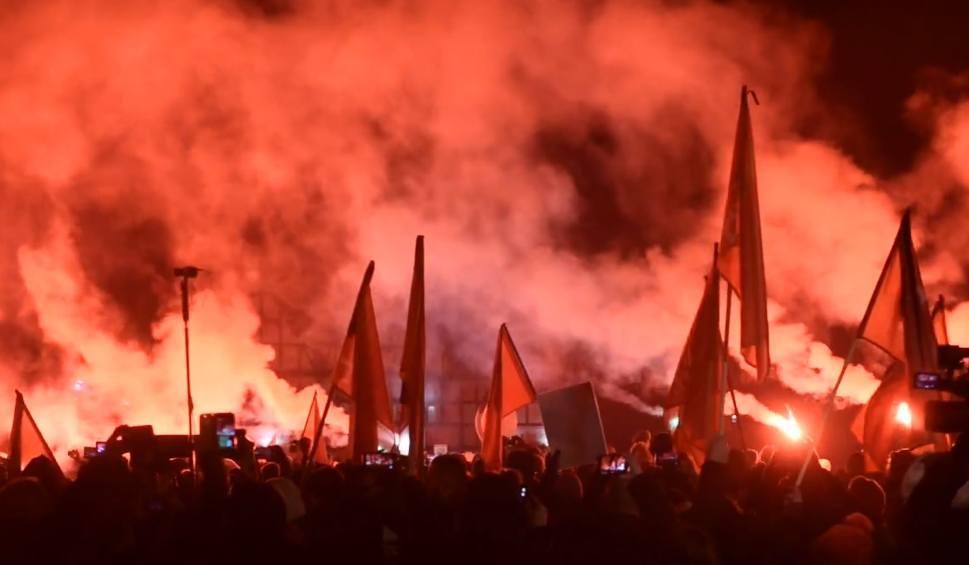 Film do artykułu: Kibice Lechii Gdańsk oddali hołd zmarłemu prezydentowi Gdańska, Pawłowi Adamowiczowi [oprawa, wideo]