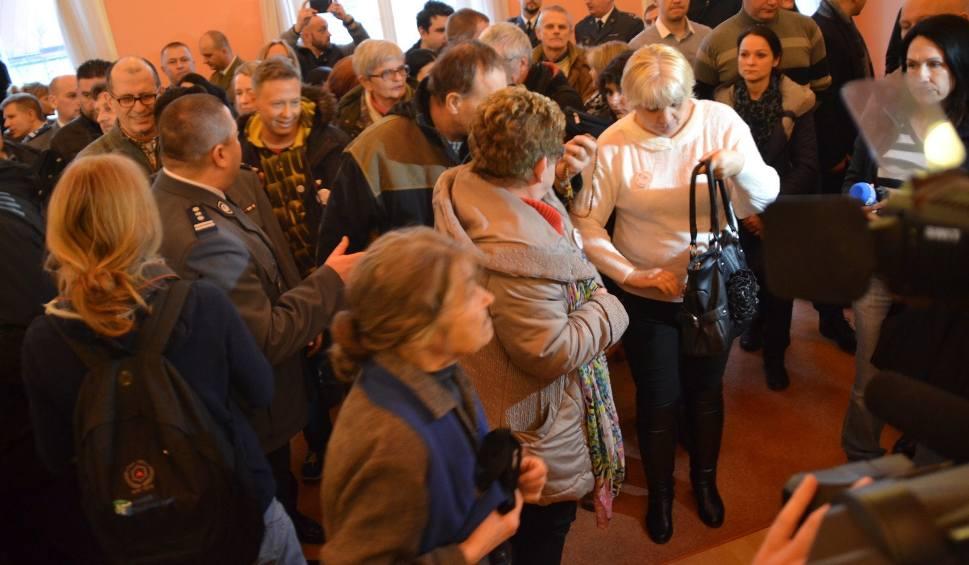 Film do artykułu: Działacze KOD zakłócili otwarcie wystawy w Suwałkach. Tłumaczą się policji (wideo)