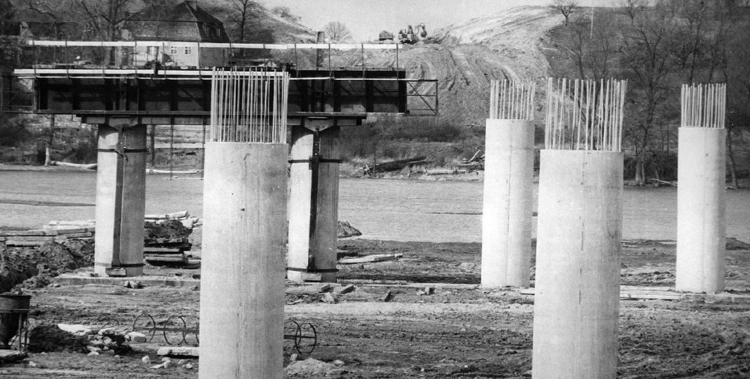 Lata 80. minionego wieku. Budowa mostu w Cigacicach