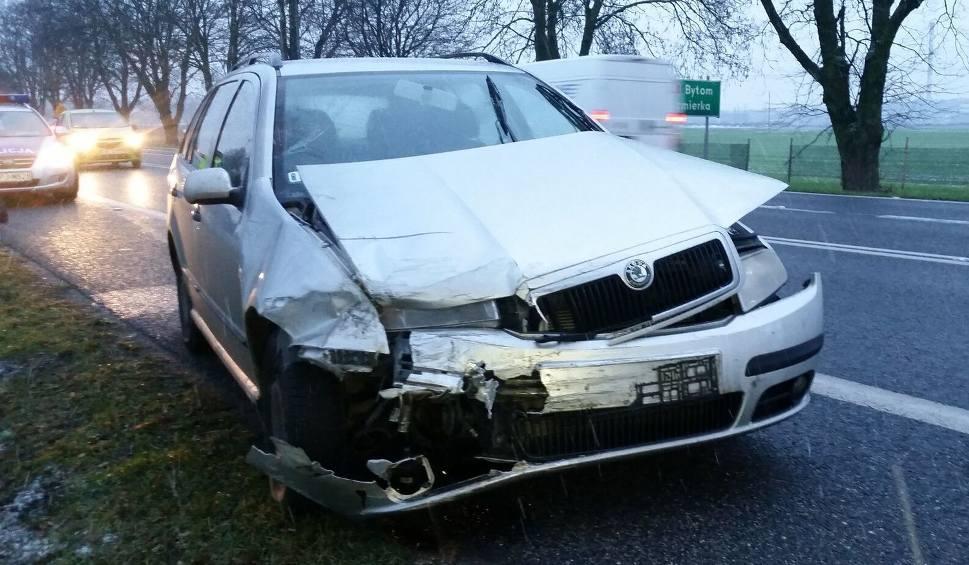 Film do artykułu: Dwie osobówki zderzyły się w Strzelcach Opolskich na drodze krajowej nr 94