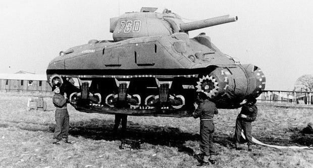 Setki gumowych makiet brytyjskich czołgów powstrzymały na jakiś czas atak Włochów w Afryce