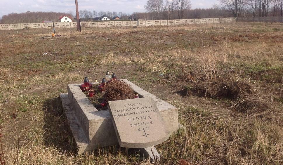 Film do artykułu: Szok! Dewastacja dwustuletniego cmentarza ewangelickiego w Czarnym Lesie pod Częstochową. Prace zlecił proboszcz miejscowej parafii ZDJĘCIA
