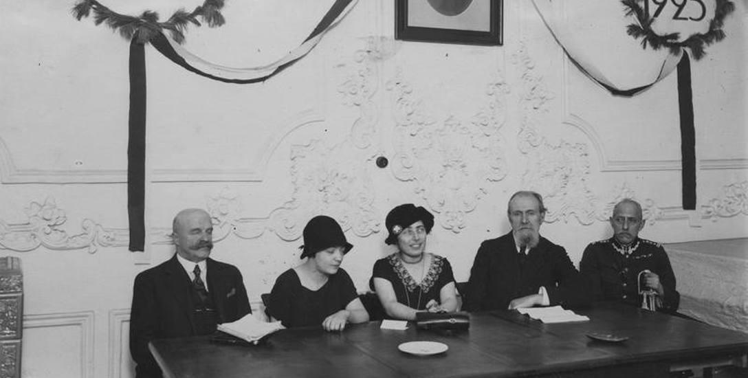 Uroczysta akademia ku czci Władysława Reymonta w sali Związku Literatów i Dziennikarzy