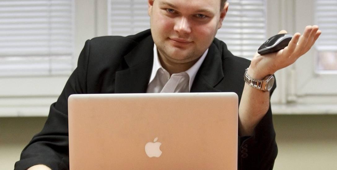 Medioznawca Jarosław Kinal: Na Facebooku sami sprzedajemy nasze dane