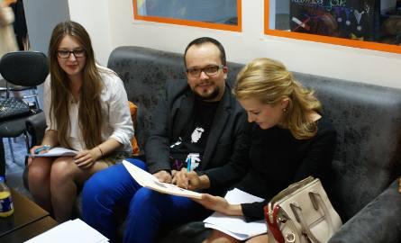 Jury: Maria Zbroja, Adrian Szary i Karolina Skrzek  słuchało pilnie recytujących.