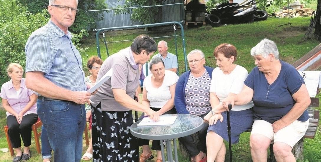 Pod wnioskiem o zmianę treści niekorzystnej uchwały podpisało się wiele osób z os. Falkowa