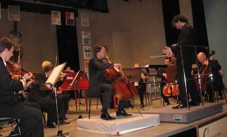 Dla przedszkolaków i ich starszych kolegów grała Radomska Orkiestra Kameralna pod batutą Łukasza Borowicza a solo na wiolonczeli wykonał gość z Finlandii,