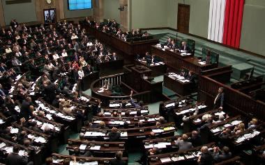 """Projekt """"Stop Pedofilii"""" w Sejmie: PiS chce 5, zamiast 3 lat kary więzienia"""