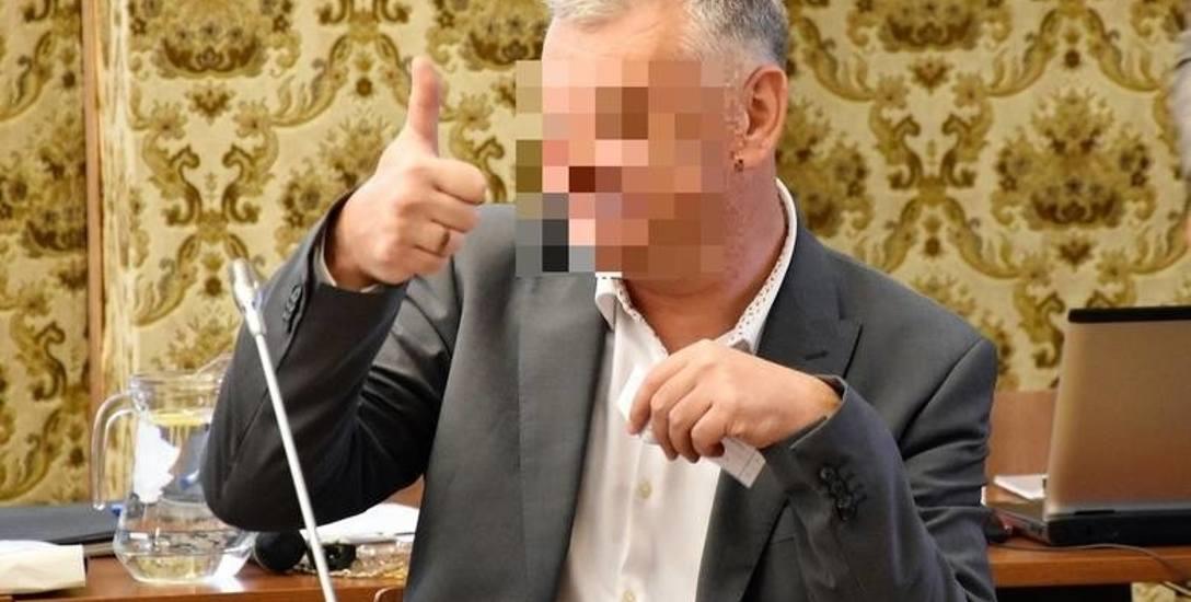 """Partnerka ratuje i """"wkopuje"""" radnego Opola Arkadiusza Sz."""