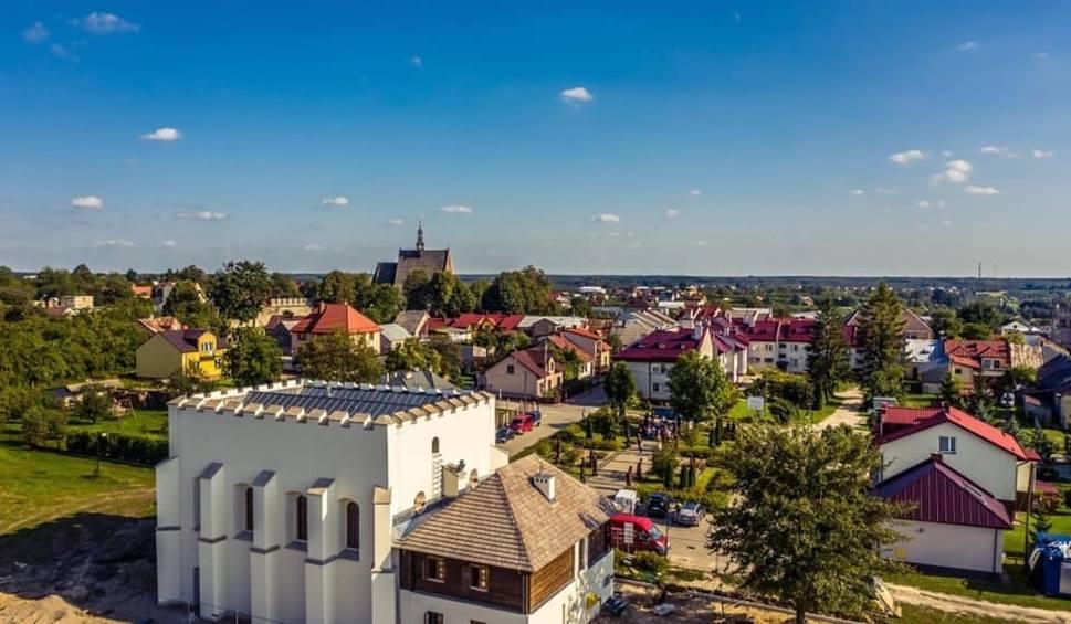 Film do artykułu: Zabytki Szydłowa zyskały nowy blask. Zamek Królewski, skarbczyk i synagoga już niebawem dostępne dla turystów