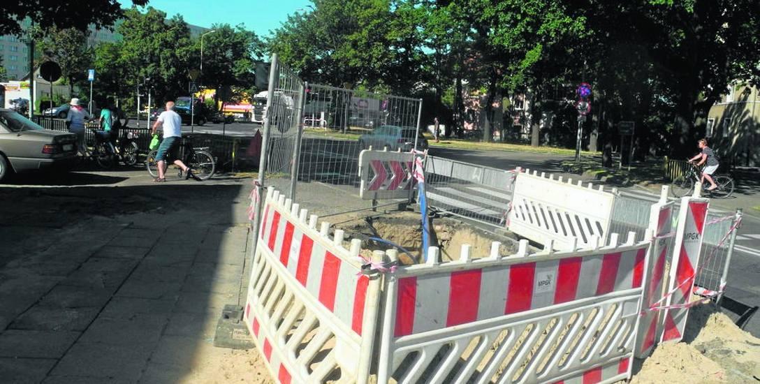 Przez kilka dni na ulicy Pierwszej Brygady panowały utrudnienia w ruchu pojazdów i pieszych