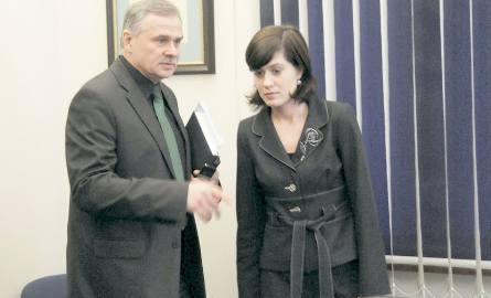 Agnieszka Pietrzak skamieniała z zimna, ale bardziej ze zmartwienia, co będzie z prezydentem. I nie pomogły pocieszenia Zbigniewa Derkowskiego, którego
