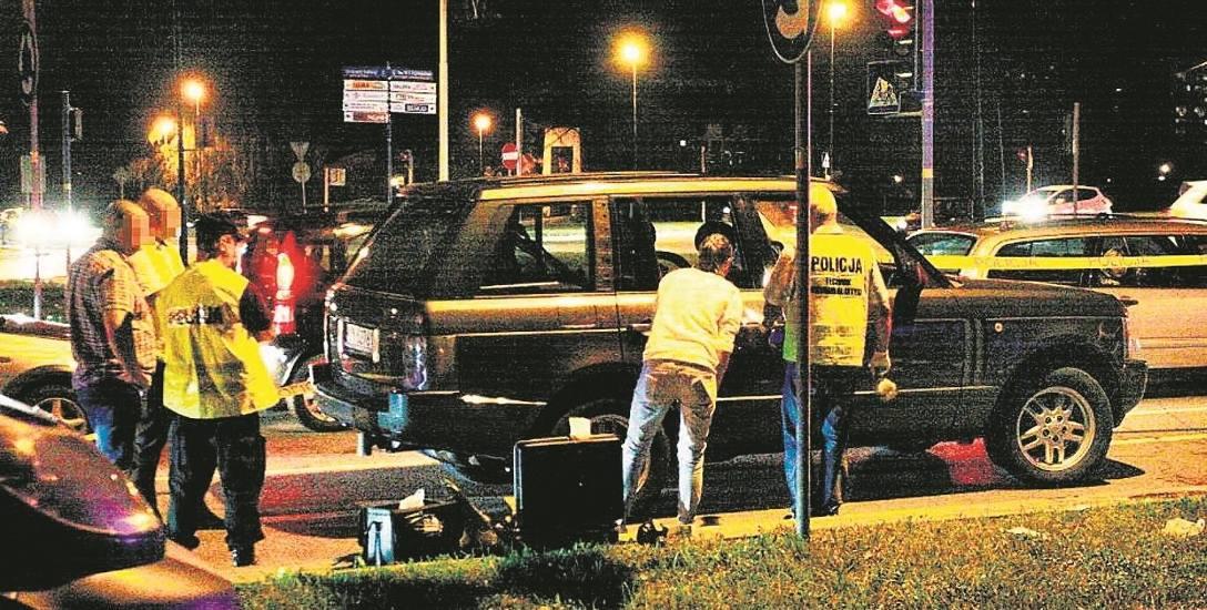 Nowy Sącz. W centrum miasta  kierowcy z aut wyjęli maczety...