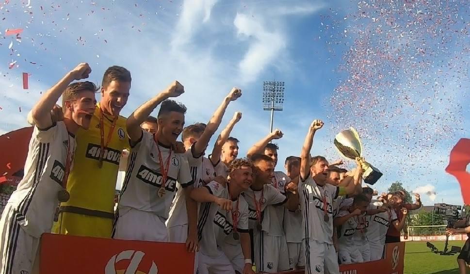 Film do artykułu: CLJ U-17. Legia mistrzem Polski, Lech Poznań wypunktowany (WIDEO)